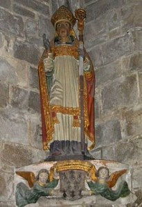 Statue de Saint Ronan à Locronan